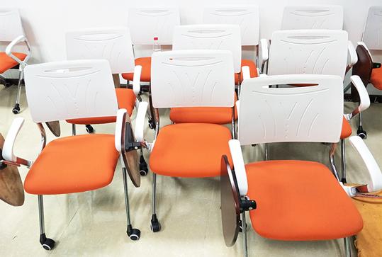时尚橘色带写字板培训椅