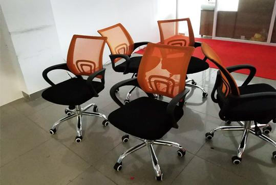 橘黄色回字背员工靠背办公座椅