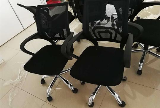 黑色休闲员工办公座椅