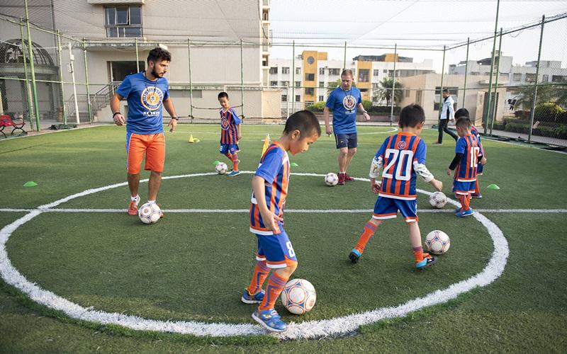 深圳足球培训,专业欧式足球锻炼营,免费体验课程