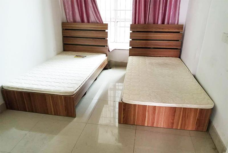 木纹色单人床带床垫