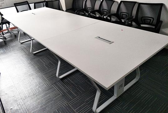 简约现代款会议桌