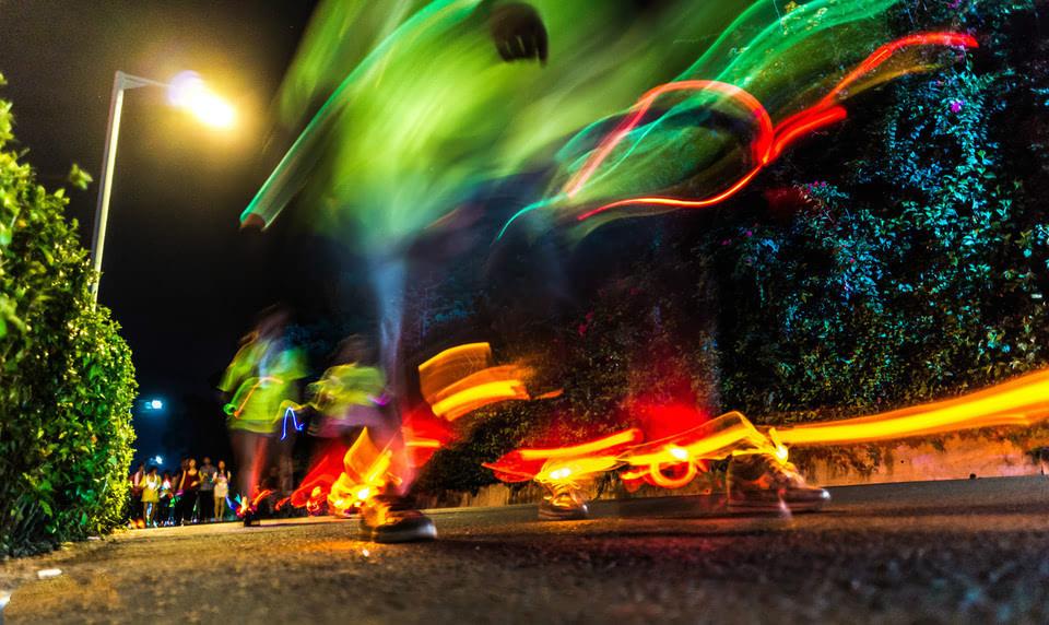 活动形式:荧光夜跑 活动场地:成都探索之旅户外趣味团建基地 活动
