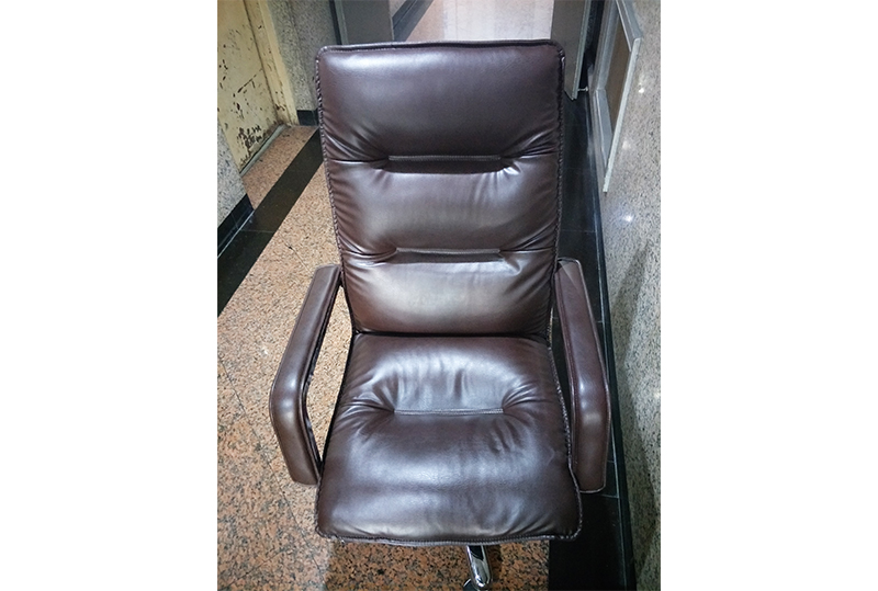 棕色柔软老板椅、经理椅