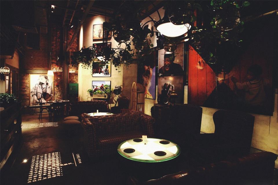 胡桃里音乐餐厅— 邂逅午夜宁静
