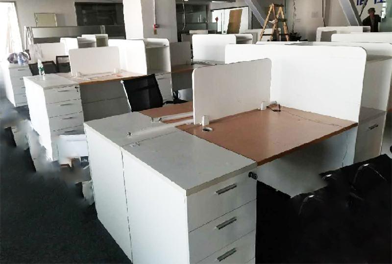 对坐办公家具员工办公桌