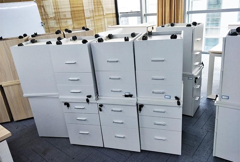 纯白色活动柜、储物柜
