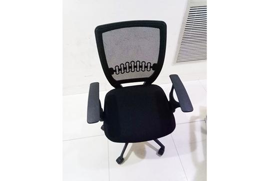 黑色员工靠背办公座椅