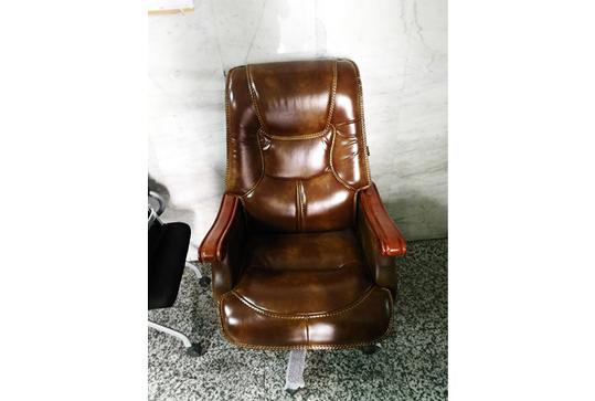 现代款时尚奢华大气老板椅