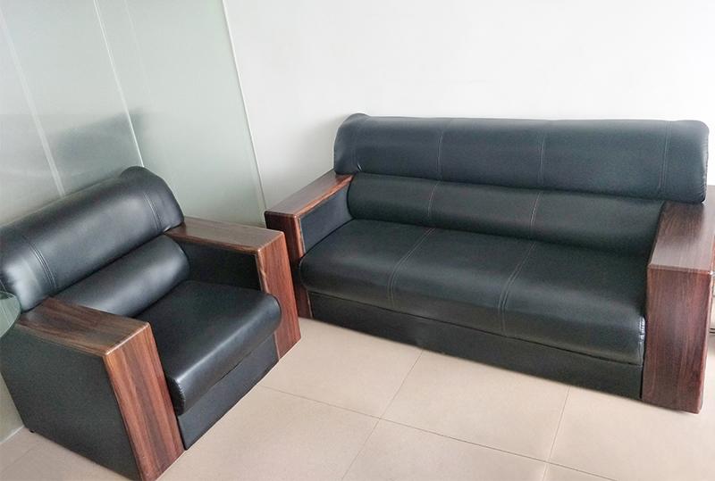 3+1木纹扶手皮革办公沙发