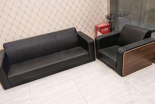 3+1黑色皮革办公沙发