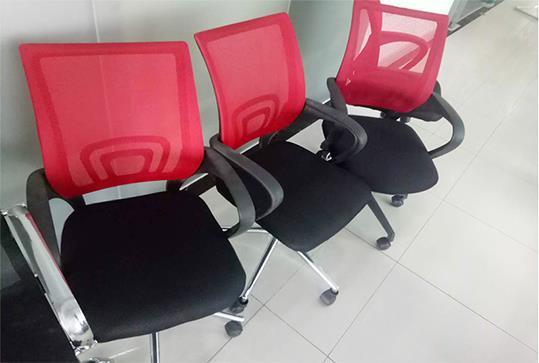 红色回字型靠背办公座椅