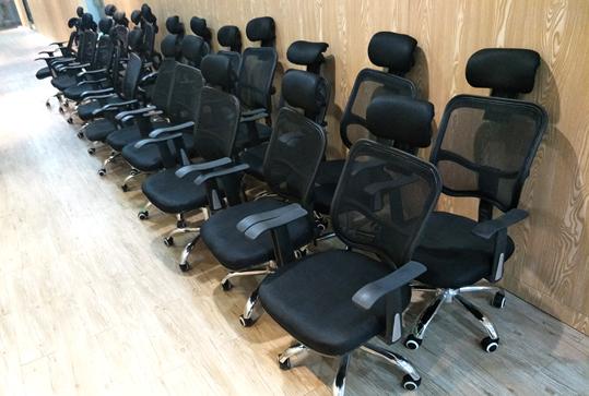 黑色靠背透气经理办公椅子、电脑椅