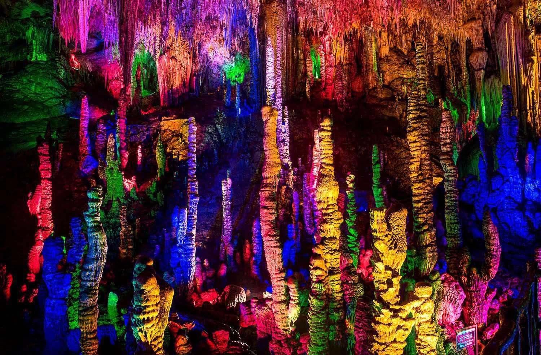 【黄果树瀑布名胜风景区】 世界最大龙字田-水中龙宫风景区,600年天龙