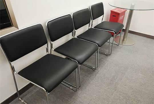 黑色皮质四脚办公座椅