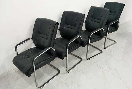大气黑色皮革办公座椅
