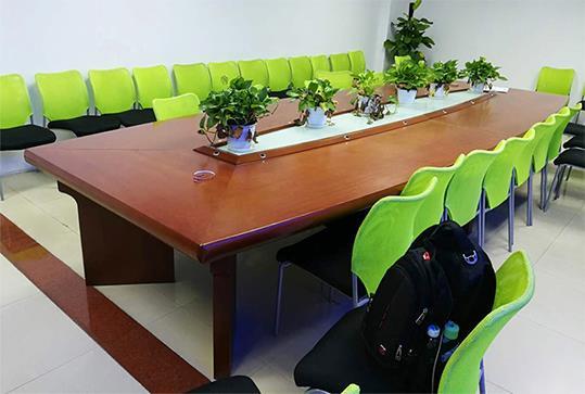 红棕色大气板式办公会议桌