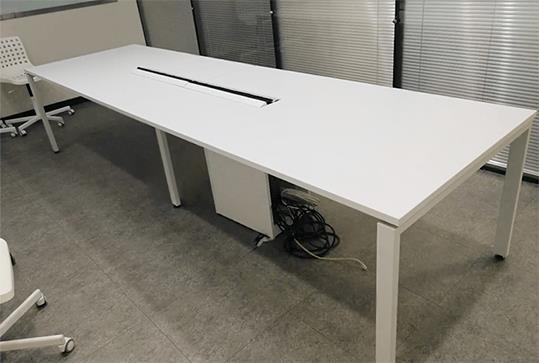 白色时尚板式办公会议桌