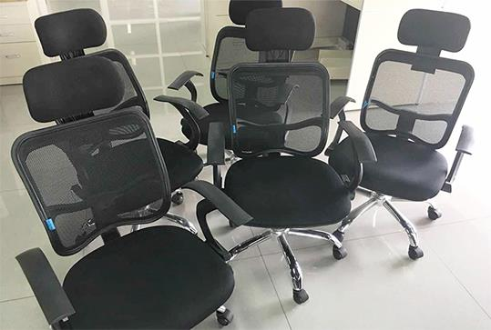 黑色时尚人体工学办公转椅