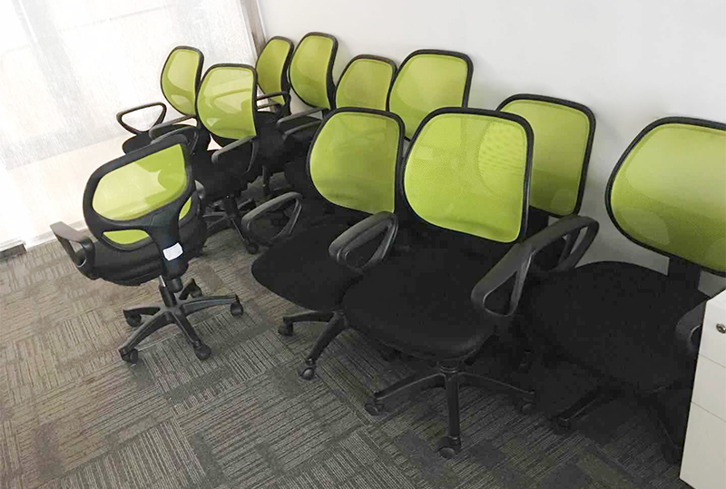 时尚果绿色靠背办公转椅