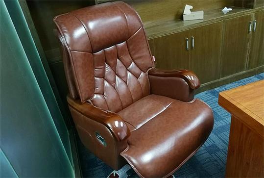 棕色时尚皮质大班椅