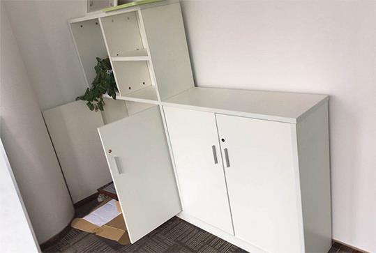 白色时尚地柜、办公文件柜