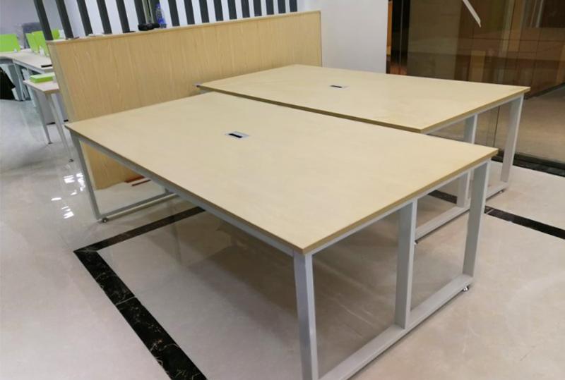 简约木纹版面办公会议桌