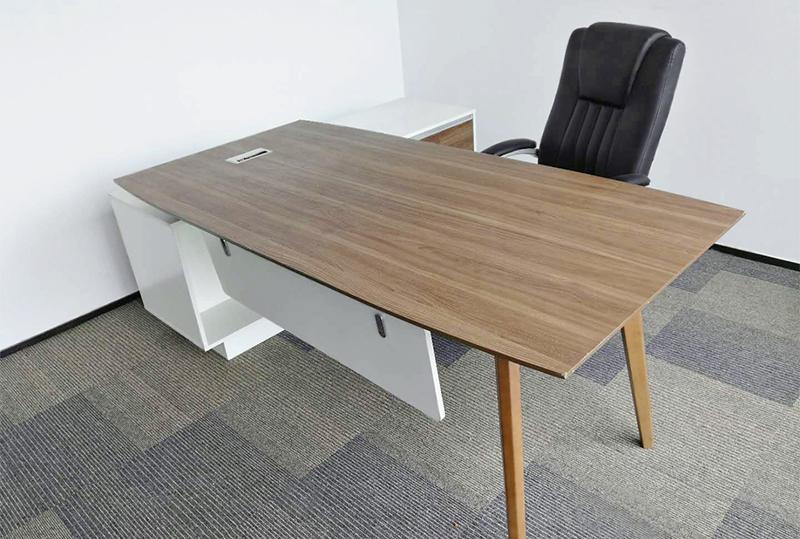 大气木纹版面带侧柜经理桌