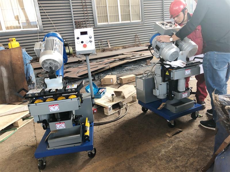 两台平板铣边机在淄博某压力容器制造厂成功验收