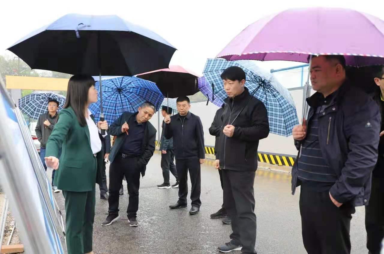 河南省鹤壁市淇滨区考察团考察岳麓区桐梓坡大板房棚改项目