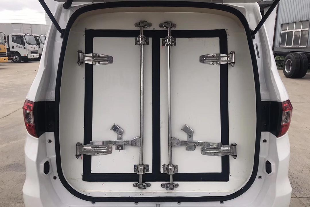 福田IX5面包冷藏车1.4米