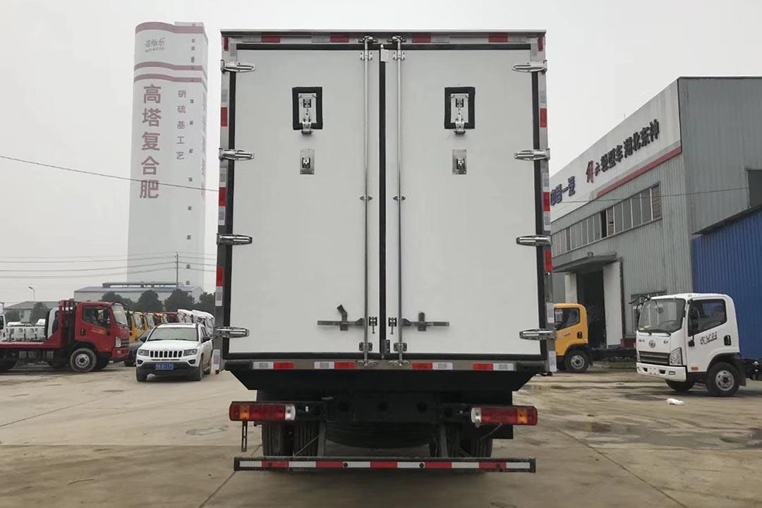 福田欧马可9.6米冷藏车
