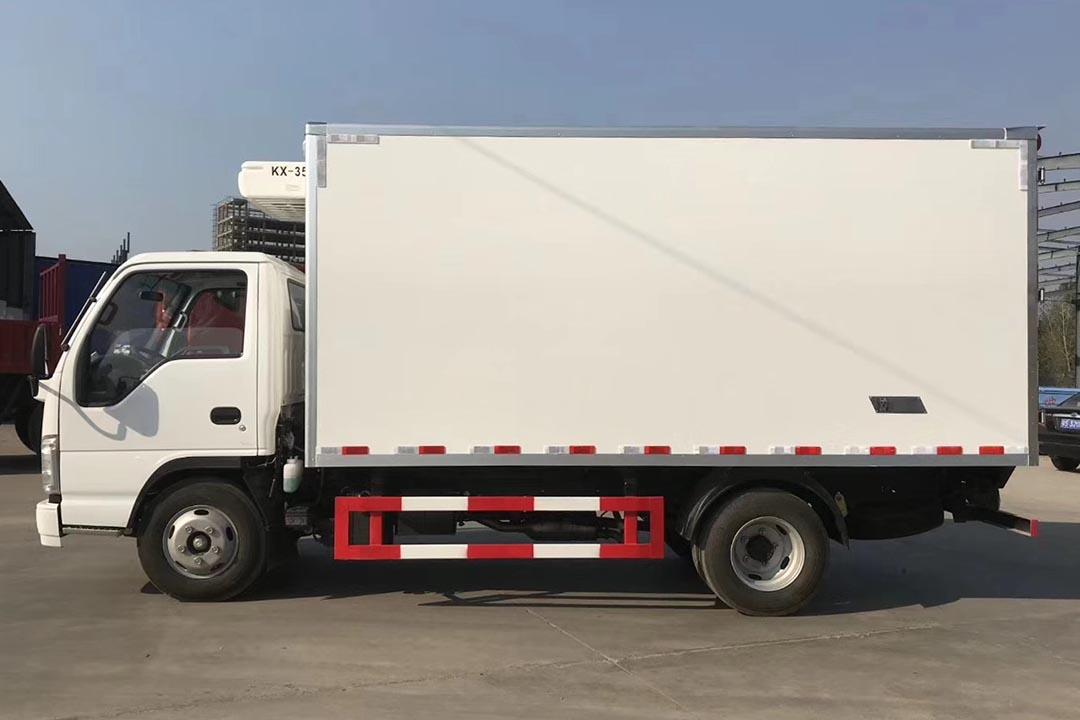 五十铃100P4.2米蓝牌冷藏车