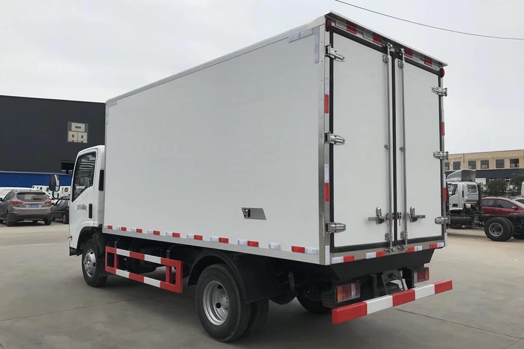 五十铃600P4.2米蓝牌冷藏车