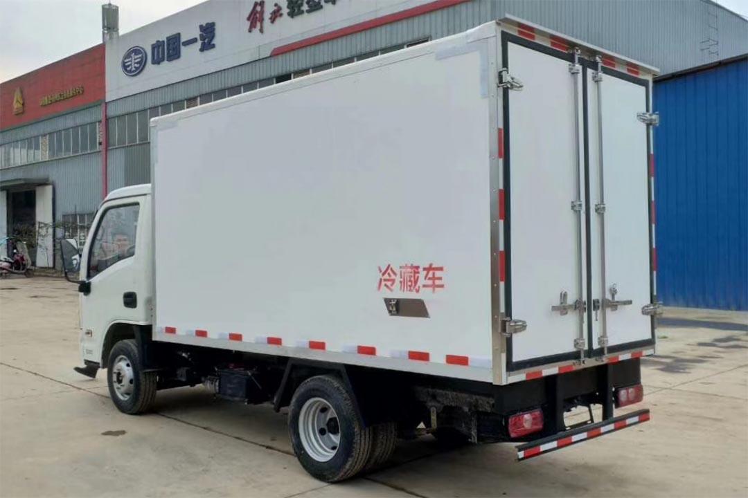 跃进小福星3.6米蓝牌冷藏车