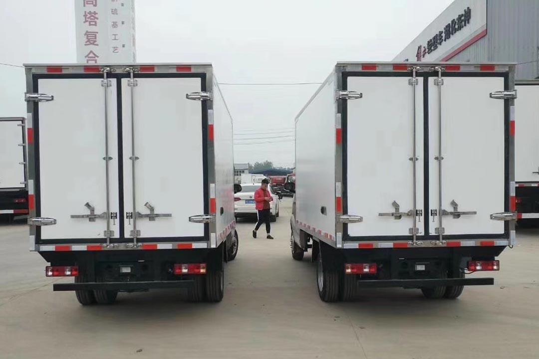 长安跨越王2.7米蓝牌冷藏车