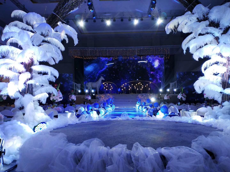 承接彭山星辰大酒店宴会厅音响灯光舞台演出系统