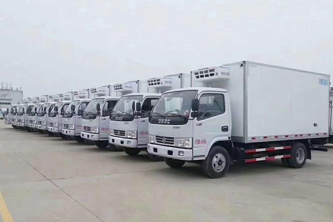 十台东风多利卡蓝牌冷藏车交付山西某冷链物流公司