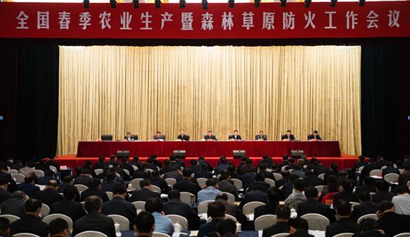 李克强:加强现代农业建设 多渠道增加农民收入
