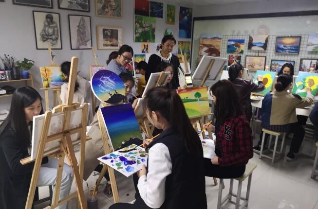 """城基生态组织开展""""精彩三月· 美丽绽放""""女性主题绘画活动"""