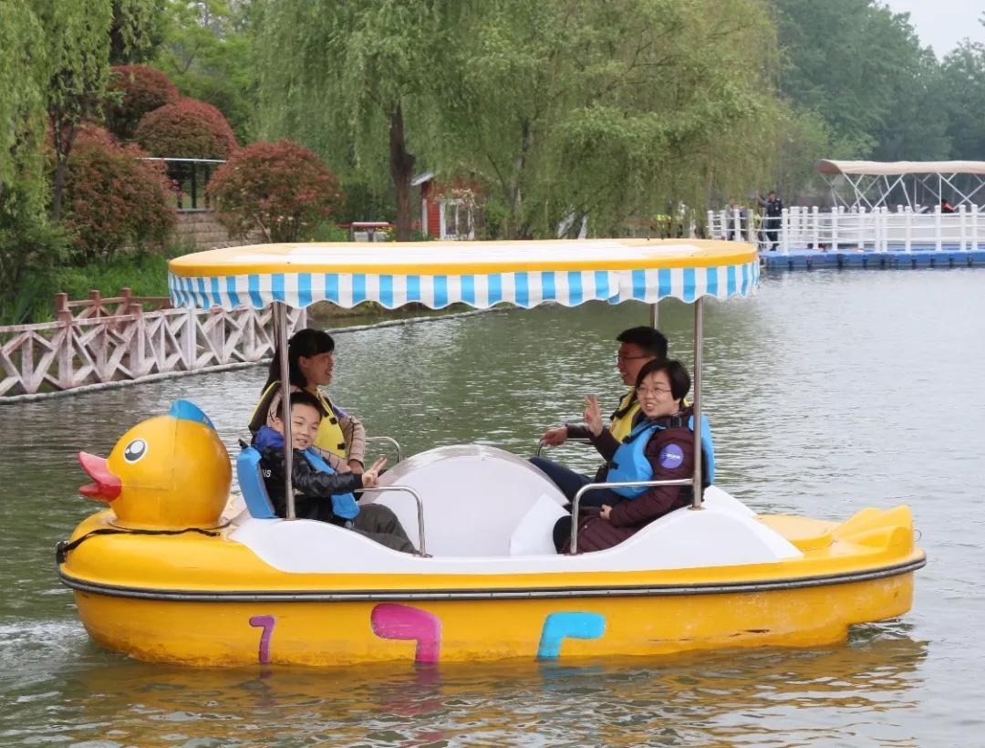 天气打折又怎样?读书、划船、电影...我们的团建不打折!