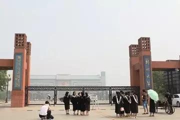 亚博买球app集团亮相郑州大学寻千里马