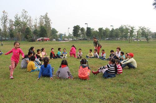 """传统民间儿童游戏""""丢手绢""""游戏玩法及规则介绍"""