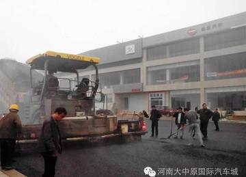 大中原亚博体彩官网快讯:富贵路铺设柏油面层