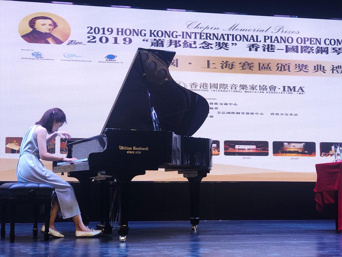 """英国威廉索斯韦尔钢琴助阵2019年""""肖邦纪念赛""""颁奖典礼"""