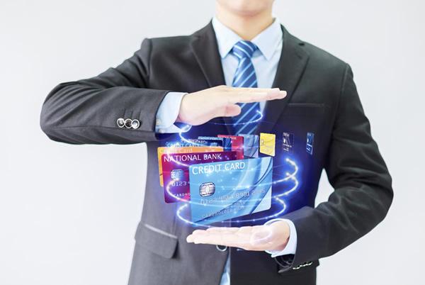 过度消费信用卡欠款高达5万元,如何利用MPOS机去填满这个窟窿。