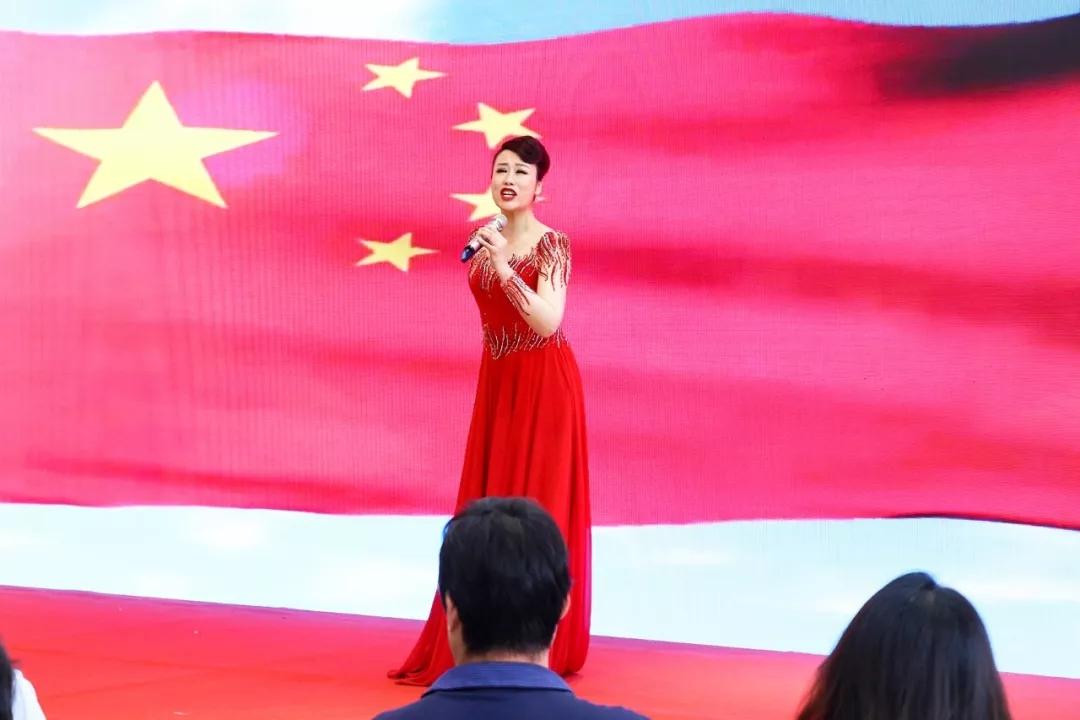 热烈庆祝大中原国际汽车城吉展红旗体验中心盛大开业!