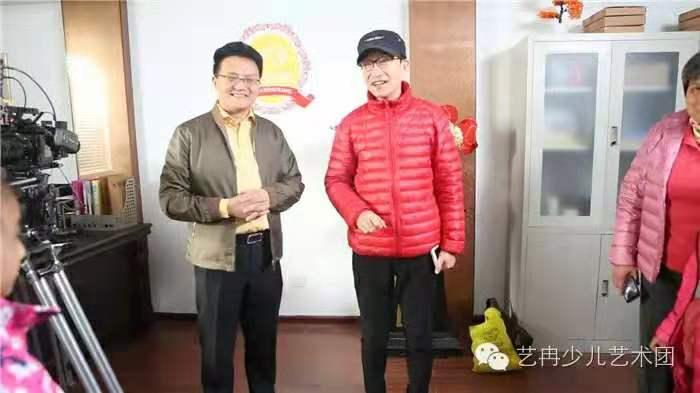 巩汉林老师热情接待 艺冉影视班学员剧组探班