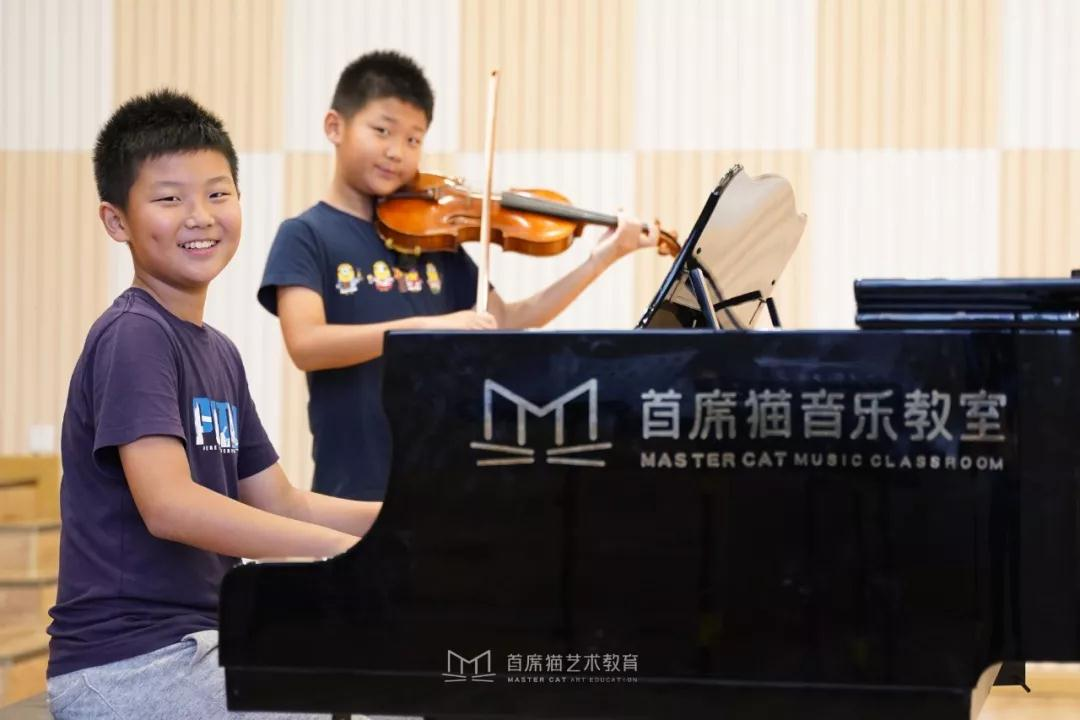 学钢琴好还是学小提琴好?看首席猫双胞胎的学琴之路,在家造个小乐团