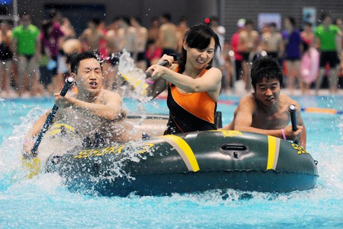 水上运动会项目:皮艇接力赛